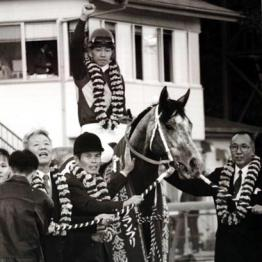<第4回>夕暮れ馬券 一番の思い出はオグリの笠松競馬場です