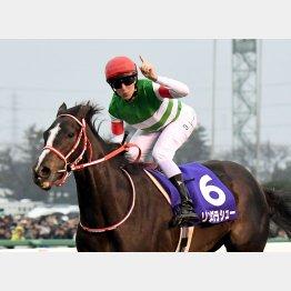 リスグラシューは4歳以上牝馬とダブル受賞