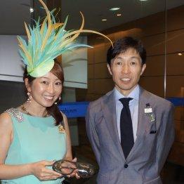 〈45〉英語堪能で外国人ジョッキーにもグイグイ コエミこと小泉恵未さん