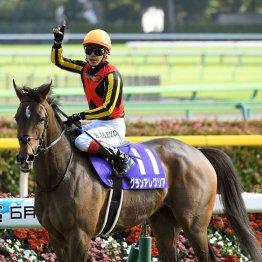 【スプリンターズS】ダノンスマッシュ、2冠牝馬を圧倒だ