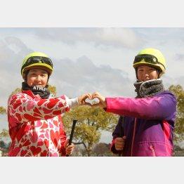 今年は古川奈(左)、永島の2人の女性ジョッキーがデビュー