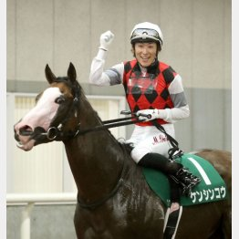 昨年の勝ち馬は顔が特徴的なケンシンコウ